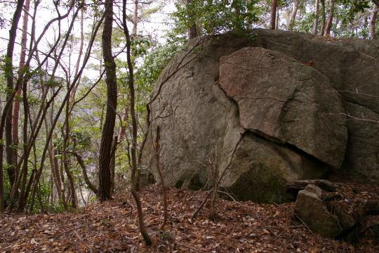 松田城 本丸の大岩