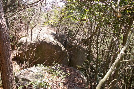 火野目山城 南側の巨石